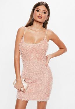 Różowa włochata sukienka mini na ramiączkach