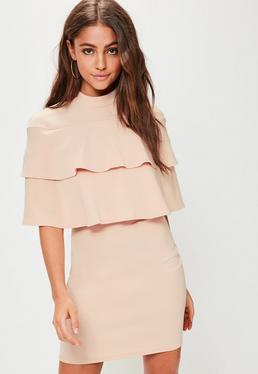 Różowa sukienka z podwójnymi falbanami i krótkimi rękawami
