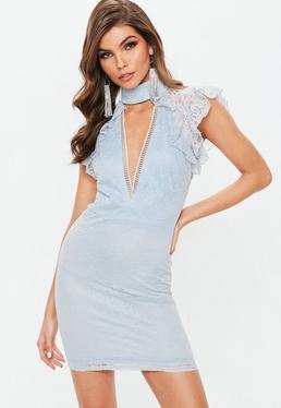 Błękitna koronkowa sukienka mini z głębokim dekoltem