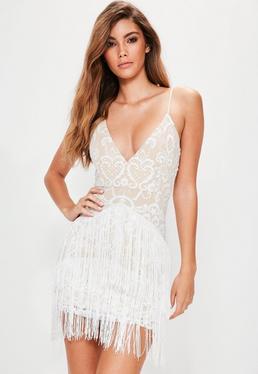 Vestido ajustado bordado con flecos en blanco