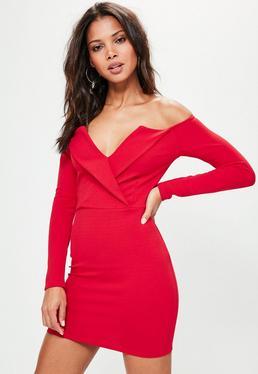 Vestido cruzado con escote bardot con solapas en rojo