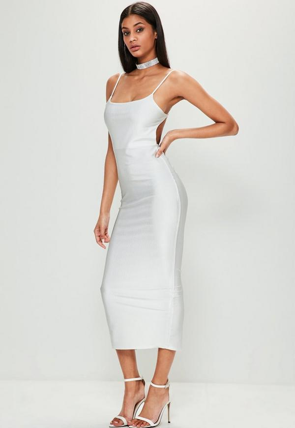 A white backless dress that's long looks beautiful in the warmer months, and maxi dresses with graphic prints are an engaging choice for less formal events. Mini dresses - Short dresses that hit your mid-thigh, mini dresses are a good option for prom wear.