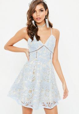 Niebieska koronkowa rozkloszowana sukienka na ramiączkach
