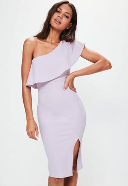Liliowa sukienka midi na jedno ramię