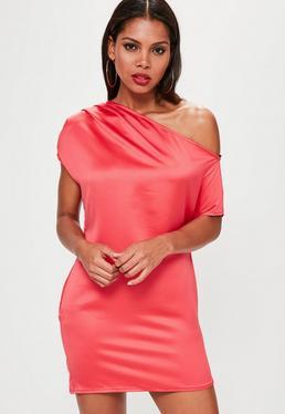 Vestido recto asimétrico en rojo brillante