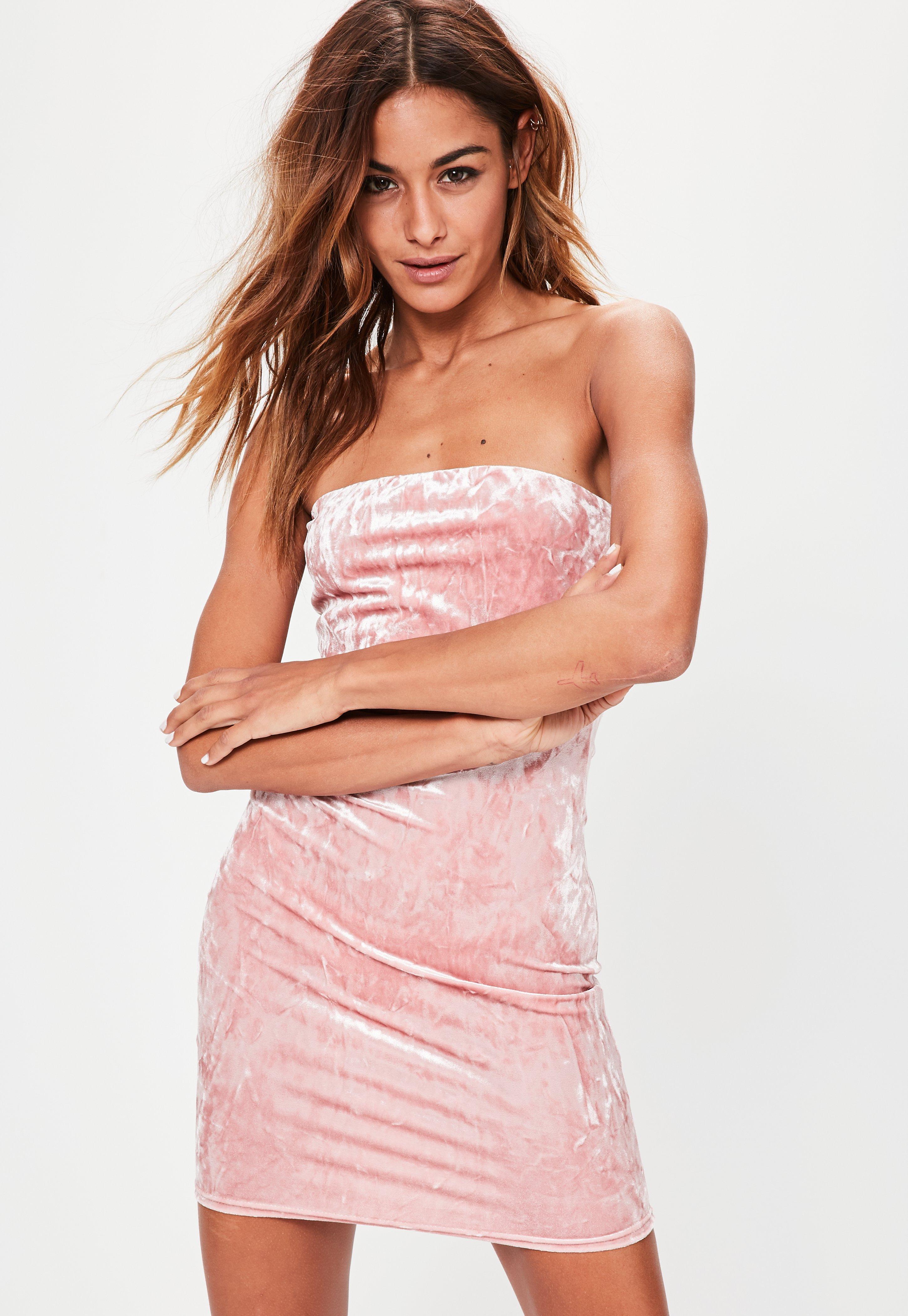 Vestido ajustado palabra de honor en terciopelo rosa palo | Missguided