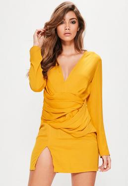 Langarmkleid mit drapierter Taille in Gelb
