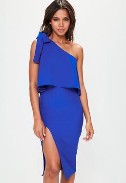 Niebieska sukienka na jedno ramię z rozporkiem