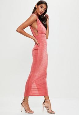 Robe longue rose fendue à col montant et découpes