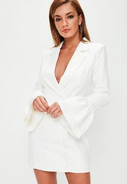 Biała żakietowa sukienka z falbanami na rękawach