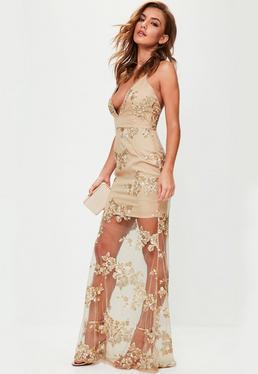 Vestido largo de escote pronunciado con bordados en nude
