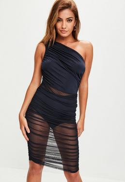 Vestido de escote asimétrico fruncido con transparencias en azul marino