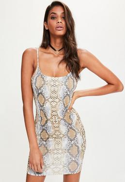 Brązowa dopasowana sukienka mini na ramiączkach w wężowy wzór