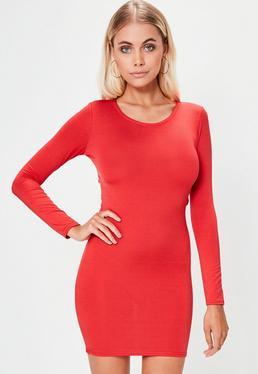 Czerwona sukienka mini marszczona z tyłu z długim rękawem i wycięciem na plecach