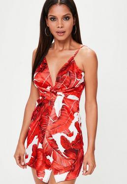 Vestido de tirantes con estampado de hojas en rojo