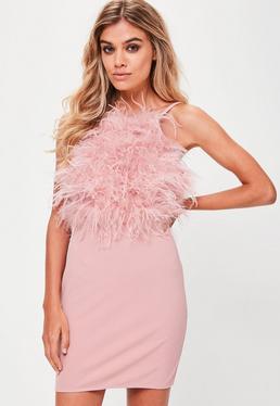 Robe moulante rose à plumes