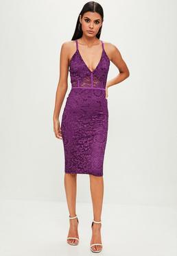 Fioletowa koronkowa sukienka midi na ramiączkach