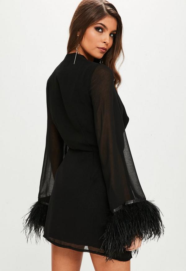 Robe noire et plume