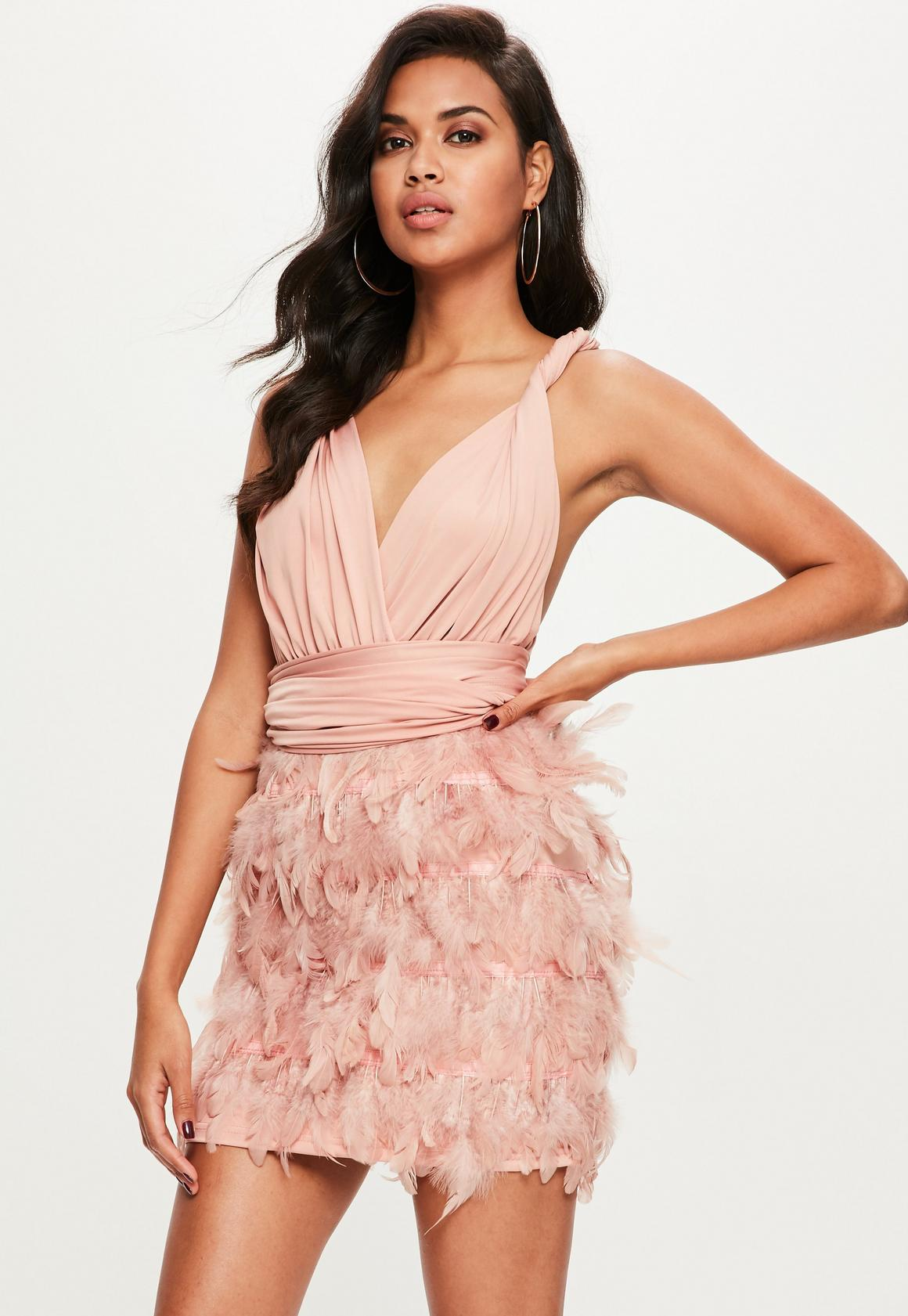 Rosa Neckholder-Kleid mit Feder-Rock   Missguided