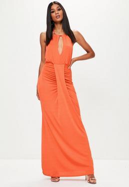 Vestido largo fruncido de cuello halter en naranja