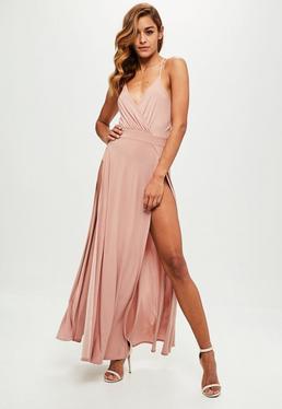 Różowa sukienka maxi z głębokim dekoltem