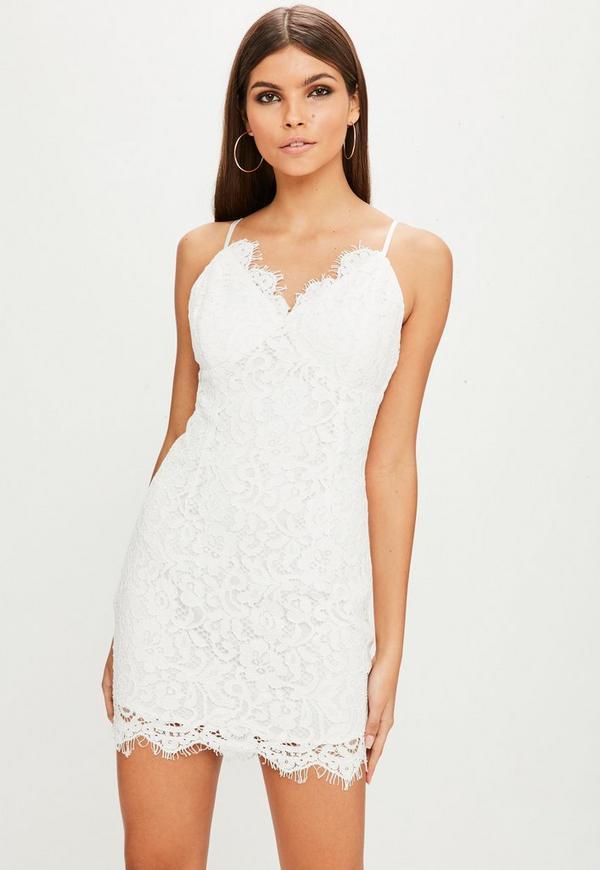 Lace-Up Spitzen-Carmenkleid in Weiß | Missguided