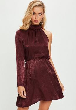 Fioletowa satynowa sukienka z jednym rękawem