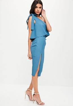 Vestido midi de escote asimétrico con lazo en azul