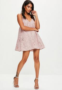 Lockeres Kleid mit Kettenträgern in Rosa
