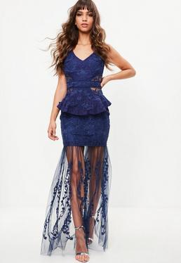 Vestido largo de encaje con transparencias en azul