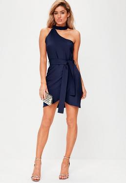 Granatowa sukienka mini na jedno ramię