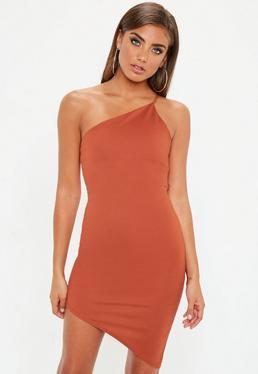 Vestido asimétrico en naranja