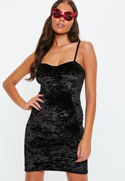 Vestido ajustado de terciopelo en negro