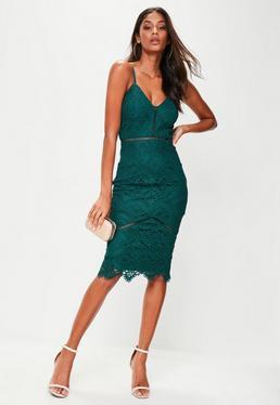 Vestido midi con escalonado y detalles de encaje en verde
