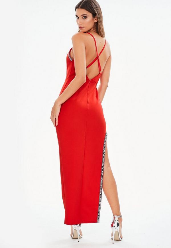 Rotes maxikleid mit schlitz und verzierten ausschnitten in for Rotes kleid mit schlitz