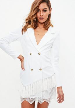 Biała marynarkowa sukienka z frędzlami