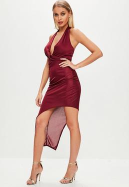 Burgundowa sukienka z głębokim dekoltem