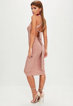 Różowa sukienka midi z wiązaniem na plecach