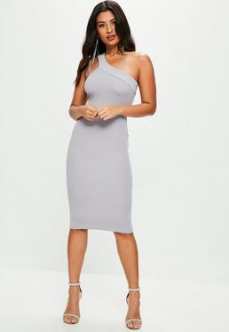Vestido corto de escote asimétrico en gris