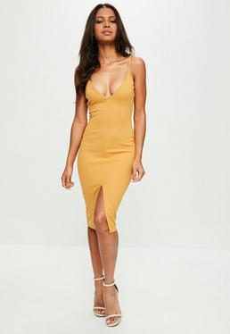 Żółta sukienka midi z głębokim dekoltem