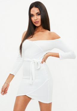 Biała sukienka mini z paskiem
