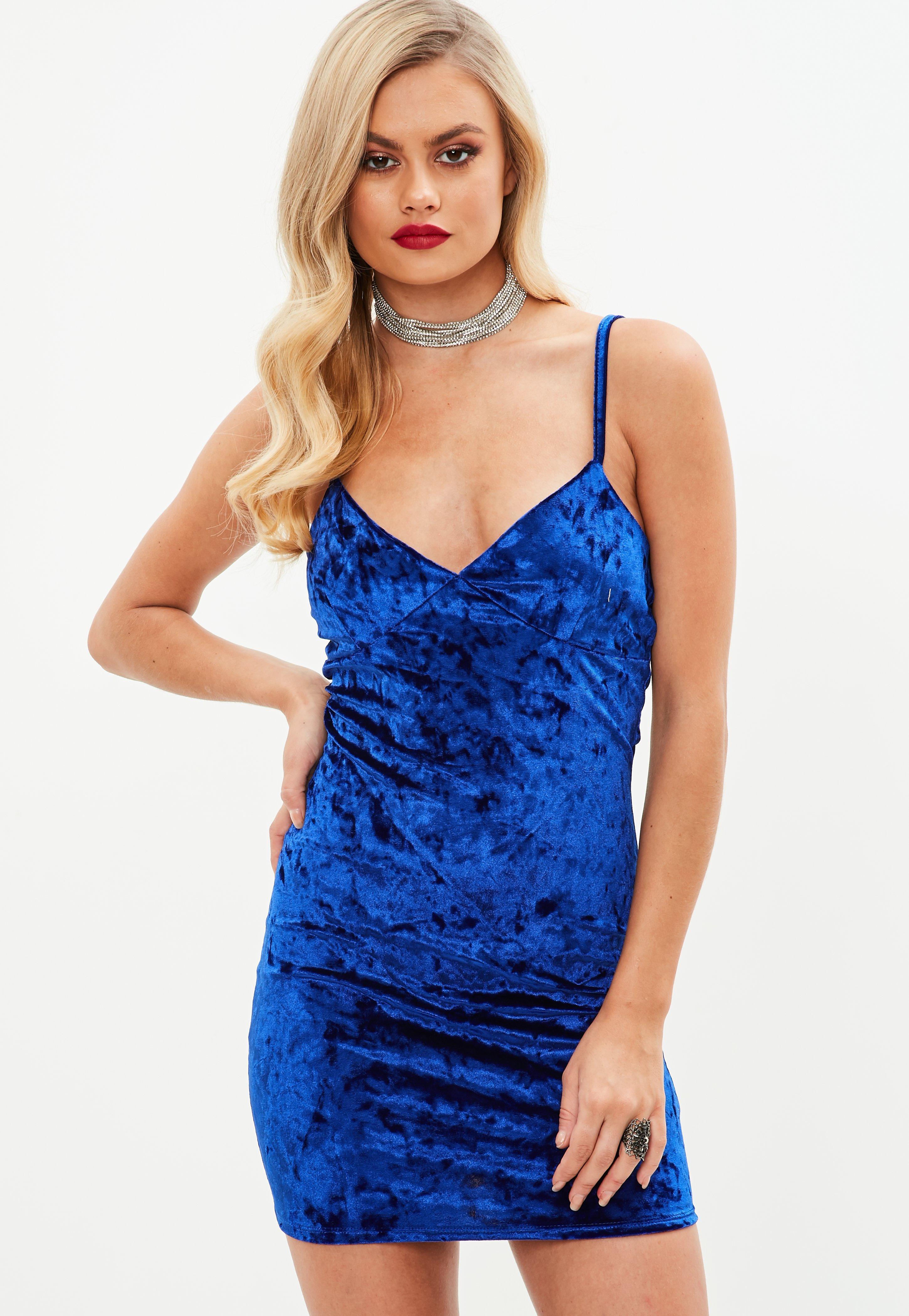 Blaues Spaghettiträger-Kleid aus Samt | Missguided