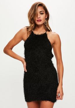Vestido corto de flecos con cuello redondo en negro
