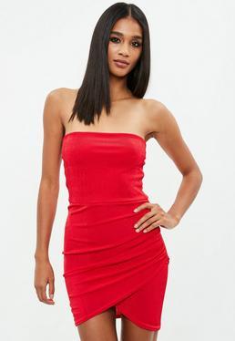 Vestido ajustado palabra de honor con fruncido en rojo