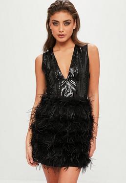 Czarna cekinowa sukienka z piórami