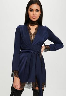 Carli Bybel x Missguided Granatowa satynowa zawijana sukienka