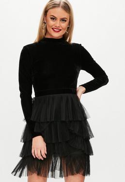 Vestido con falda plisada de terciopelo en negro