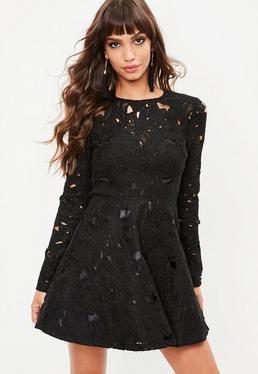 Czarna koronkowa rozkloszowana sukienka