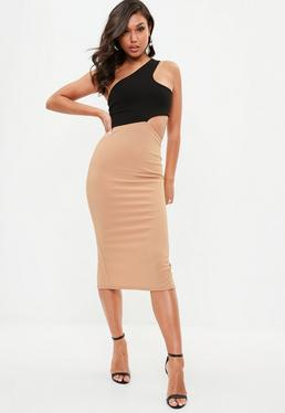 Beżowa sukienka midi na jedno ramię