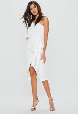 Vestido asimétrico con abertura en blanco